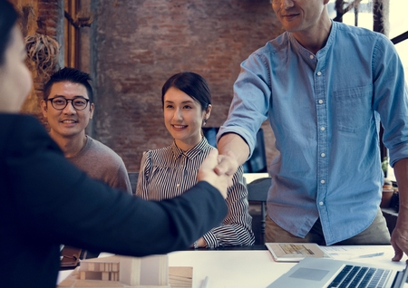 Zakelijke partners Introductie Handdruk Bow