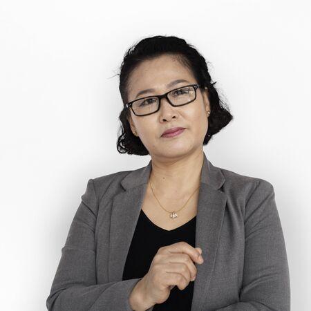 Pensamiento asiático de la mujer de negocios Foto de archivo - 76224245