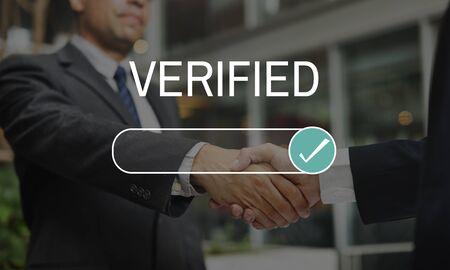 Verifiziertes geprüftes Versicherungszertifikat authentifiziert Standard-Bild - 76362521