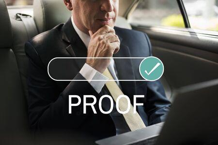 Proof Verkostet Certified Insurance Standard-Bild - 76398039