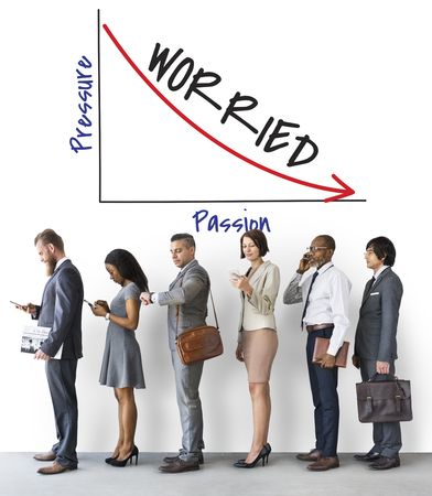 Business people with worried graph concept Banque d'images - 113442725