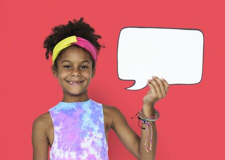 Little African Girl and Speech Bubble Banco de Imagens - 76519398