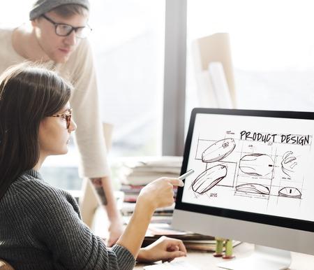Personas en el trabajo con el concepto de diseño de productos.