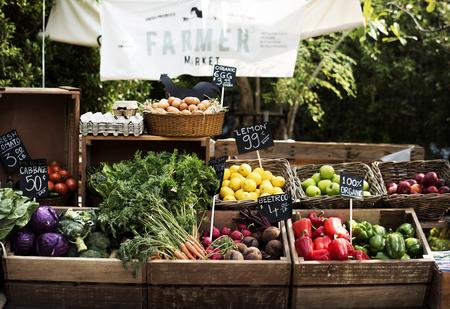 Produit agricole frais frais au marché paysan Banque d'images - 76700074