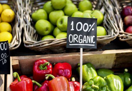 Produit agricole frais frais au marché paysan Banque d'images - 76699791