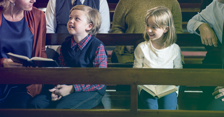 Family Sitting Church Believe Religion Imagens - 77071639