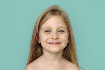 Petite fille, Sourire, Bonheur, Bare, poitrine, Topless, Studio, Portrait Banque d'images - 76894998