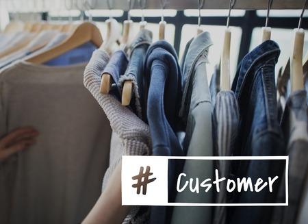 compras compulsivas: Promoción Enjoyment Shopaholics Tienda para Clientes Foto de archivo