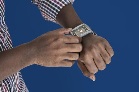 人間の手の設定時間の楽器 写真素材