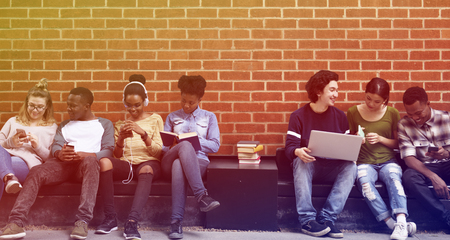 Photo Gradient Style Met People Studenten Friendship Togetherness Technology Stockfoto
