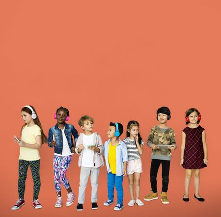 voices: A group of children are listening to music Stock Photo