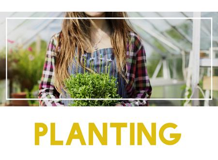 Beautiful life of woman gardening in nature 版權商用圖片 - 77219218
