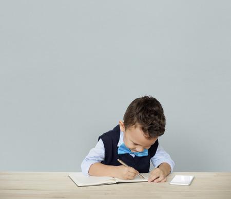 niños actuando: Little Children Posing Working Adult