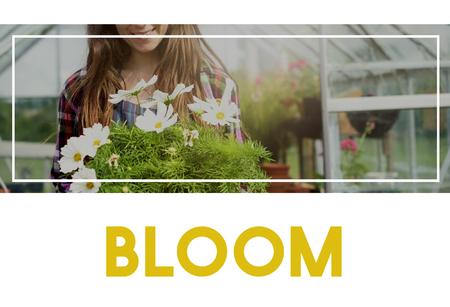 Beautiful life of woman gardening in nature 版權商用圖片 - 77923312