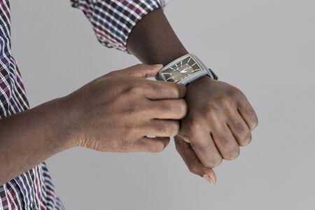 時間の人間の手の設定時計楽器