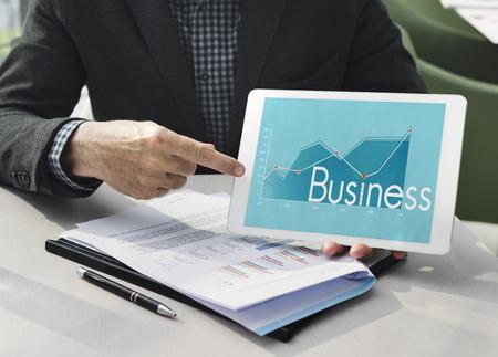 企業のビジネス ライン グラフ レポート 写真素材 - 78231271