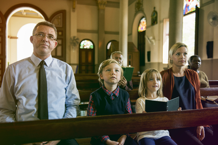 Family Sitting Church Believe Religion Imagens - 78316264
