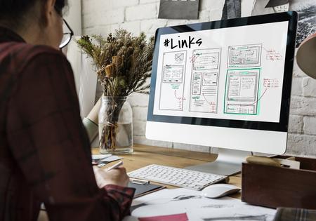 Website ontwikkeling lay-out schets tekening