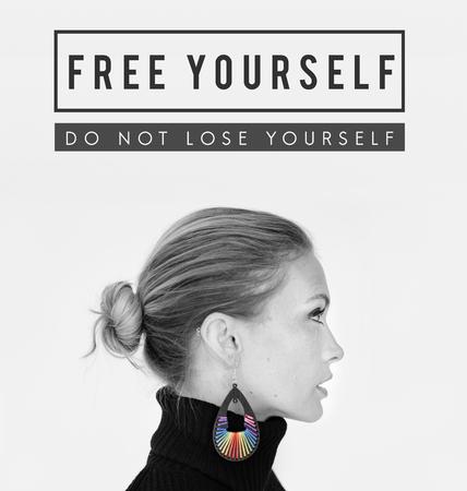 자신의 문구 텍스트 스튜디오 사람들을 자유롭게하십시오
