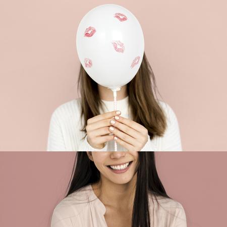 미소하고 풍선과 여자의 초상화 스톡 콘텐츠 - 78853528