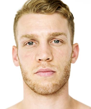 Retrato de estudio de expresión de cara serena de hombre adulto Foto de archivo - 78884534