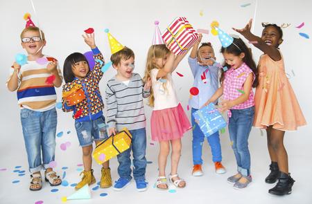 아이들의 그룹 생일 파티 함께 축하 스톡 콘텐츠
