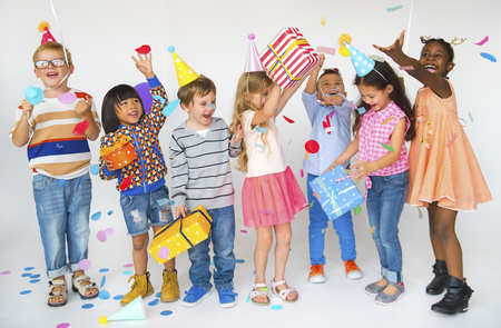 Group of kids celebrate birthday party together Stockfoto