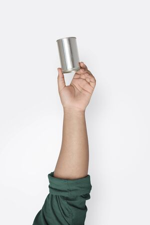 Hand Hold Show Recyclable Metal Can