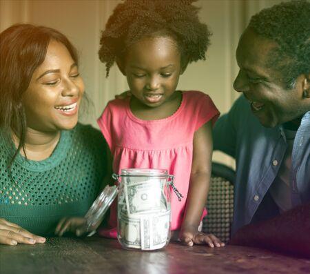 アフリカ降下の家族家ホーム生活を休んで