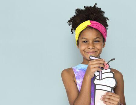 Little African Girl Holding Illustration Banco de Imagens - 79238573