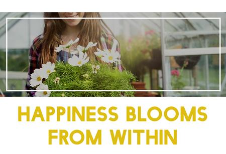 Beautiful life of woman gardening in nature 版權商用圖片 - 79279626