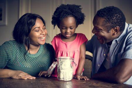 Famiglia di disegni africani Casa di riposo Vivere Archivio Fotografico - 79380025
