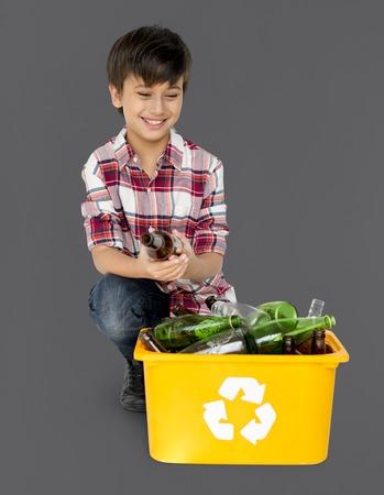 niños reciclando: Joven, niño, separar, reciclable, vidrio, botellas