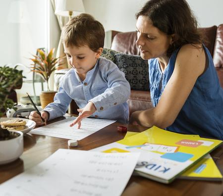 Mom Teaching Her Son Doing Homework Imagens