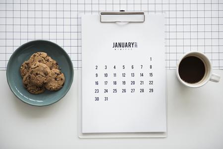 クッキー カレンダー コーヒー ワークステーション Flatlay 写真素材