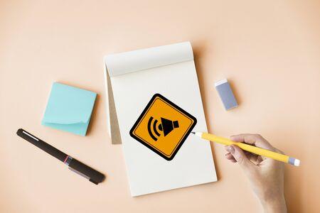ショー メガホン スピーカー発表サイン