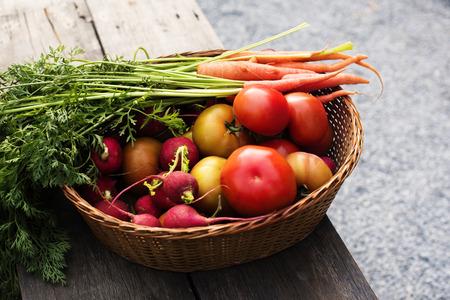 Harvested vegetables in a basket Imagens
