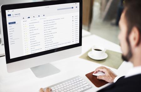 Email inbox berichtenlijst online interface