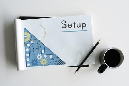Notitieboekje met installatiewoord op een dekking