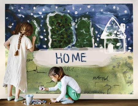 Kinder malen Hause Winter Zeichnung Standard-Bild - 80324523