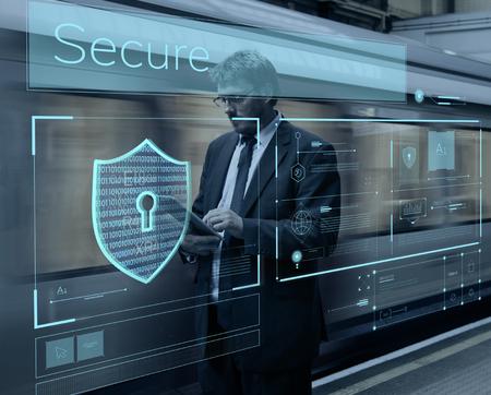 Homme travaillant sur un appareil numérique graphique réseau Banque d'images