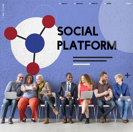 소셜 네트워크 온라인 커뮤니티와 연결된 사람들의 그룹 스톡 콘텐츠