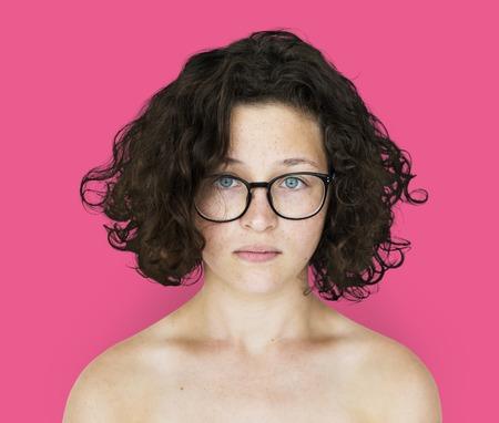 Retrato de estúdio de topless jovem adulto Foto de archivo - 80311288