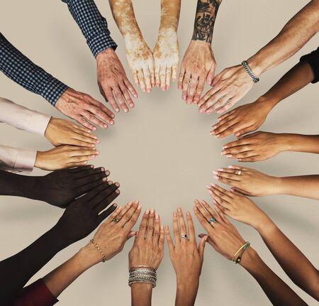 Groep handen monteren samen in luchtfoto