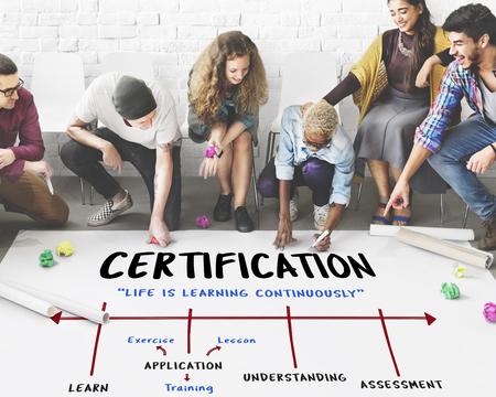 Schule Akademie Institut Zertifizierung Pfeil Standard-Bild