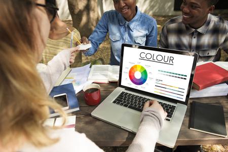 Rueda de color Colores primarios Brilliance Pantone Foto de archivo - 80419153