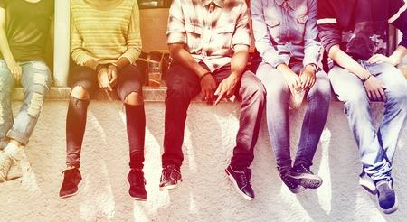 친구와 함께 그라디언트 스타일 사람들 그룹 팀워크 다양성