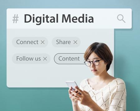 デジタル通信の社会的なメディアのグラフィック アイコンを言葉します。