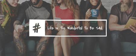 Grupo de amigos y la vida es demasiado maravilloso para estar triste Citar Foto de archivo - 80342589