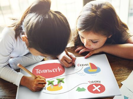 Kids playing treasure hunt graphic Stock Photo - 80342820